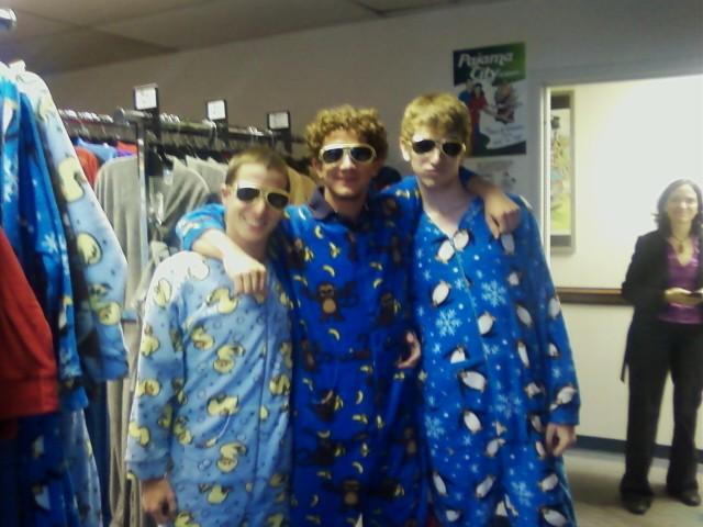 PJC Fan Fotos ? College Dudes Who Love Our PJ's! Meet Maryland frat boyz, ...